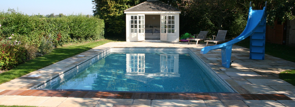 Outdoor-swimming-pool-heating